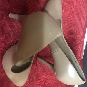 Women nude pumps